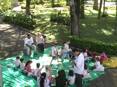 Nesta semana, no dia 18, última quinta-feira, foi comemorado o Dia do Livro Infantil. E justamente nesta semana, em Guaranésia, crianças são estimuladas ao mundo da leitura. (foto: Reprodução / TV Sul)