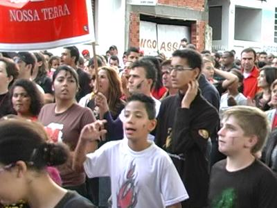 Dois mil evangélico participam da marcha para Jesus. (foto: Reprodução / TV Sul)