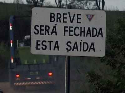Departamento de estradas e rodagem manda prefeitura fechar acessos clandestinos na BR 491 (foto: Reprodução / TV Sul)