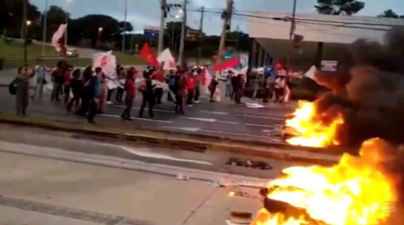 Manifestantes protestam contra a reforma da previdência em Belo Horizonte