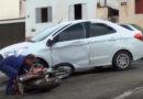 Carro e moto se envolvem em acidente na Rua Salesianos