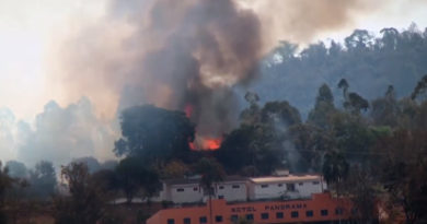 Mata ao redor do Motel Panorama pega fogo na manhã desta sexta-feira