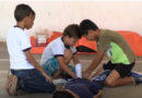 Crianças aprendem noções básicas de salvamento no curso Bombeiro Mirim