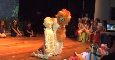 """CNA Show: cerca de 200 crianças apresentam em inglês a peça """"O Rei Leão"""""""