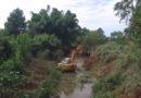 Prefeitura faz limpeza de calha de rio para evitar enchentes em Guaxupé