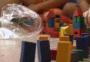 Creche Centenário recebe doação de brinquedos produzidos com madeira
