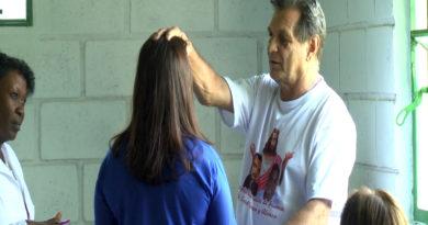 Mais de 400 pessoas procuram ajuda do médium João Berbel na comunidade Chico Xavier