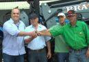 Prefeitura entrega trator para associação de produtores rurais