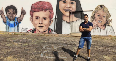Alequis Ferreira, artista de desenho realista da cara nova a entrada do Cesg em Guaranésia
