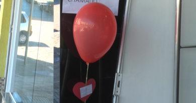 Lojistas de Guaxupé amanhecem com balões e mensagem de apoio nesta sexta-feira(28)