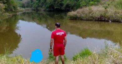 MERGULHADORES DO 4º PELOTÃO DE BOMBEIROS RESGATAM CORPO DE JOVEM QUE SE AFOGOU EM GUAXUPÉ