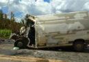 Na tarde desta Quinta um acidente entre um caminhão e uma van deixou duas pessoas feridas