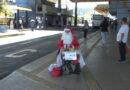 Em Poços de Caldas um cadeirante e ex morador de rua realiza o sonho de se transformar em papai noel