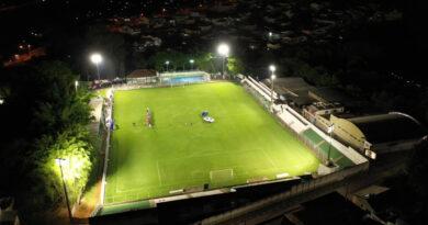 Estadio Carlos Costa Monteiro recebe iluminação e jogo dos cinquentões para inauguração