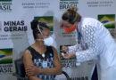 Chegada das vacinas em Minas mineiros vacinados ainda no aeroporto