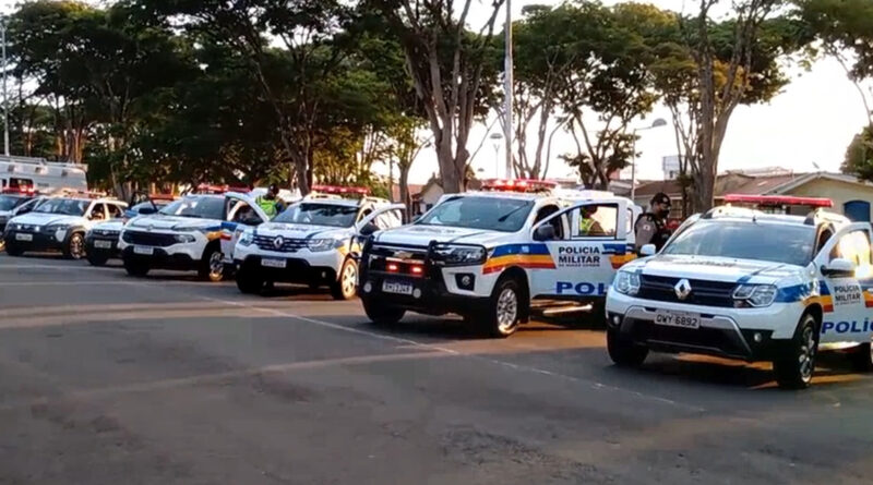 PMs e alunos do curso de formação de soldados iniciam operação de combate ao crime em Guaxupé